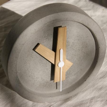 grey-concrete-clock-handmade-leicestershire-homeofjuniper