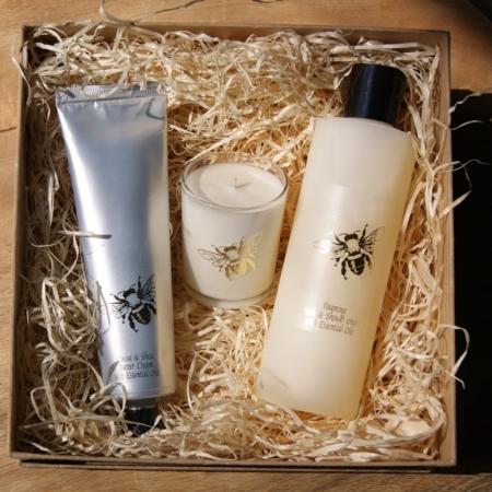 bee-gift-set-scented-natural-made-uk-homeofjuniper