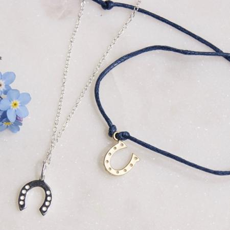 horseshoe-necklace-jewellery-flowers-homeofjuniper.