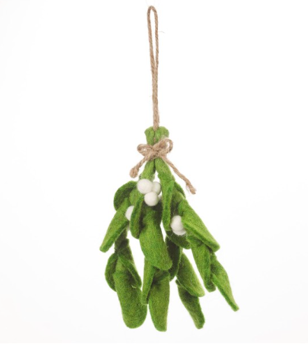 felt-hanging-mistletoe-decoration-homeofjuniper