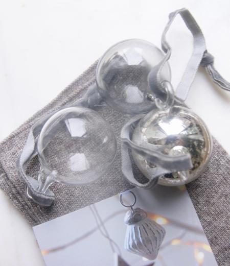 christmas-baubles-gloves-homeofjuniper