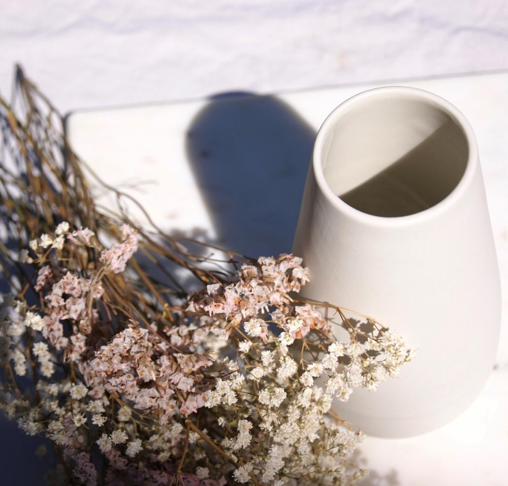 dried-flowers-stone-white-eadie-vase-sue-pryke-home-of-juniper