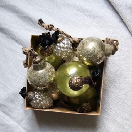 sq-box-of-glass-christmas-decorations
