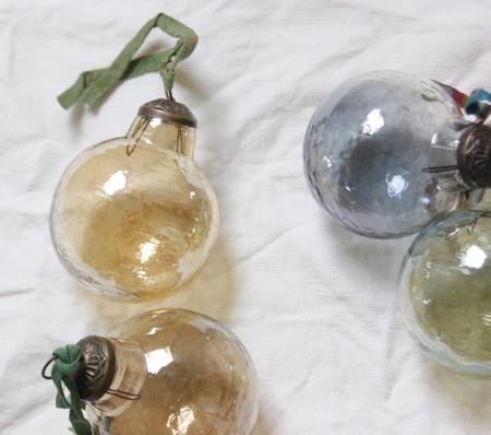 sq-recycled-glass-baubles-homeofjuniper-christmas-decorations.