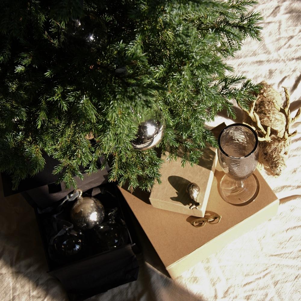 sq-christmas-scene-2-lajuniper.