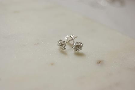 mini-pearl-flower-earrings