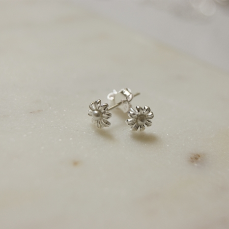mini-pearl-flower-earrings