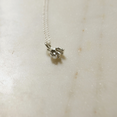 silver-elephant-necklace-lajuniper