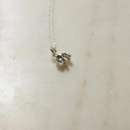 silver-elephant-necklace-lajuniper