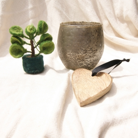 fairtrade-felt-succulent-glass-candleholder-wood-heart-decoration