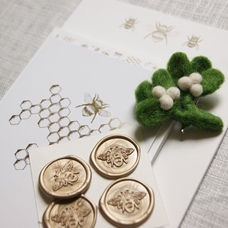 banner-bee-stationery-mistletoe-brooch