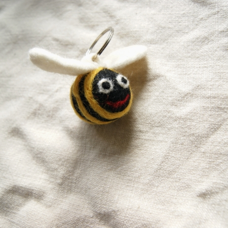 felt-fair-trade-bee-keyring