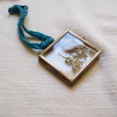 framed-flowers-astrantia-mini-brass-frame