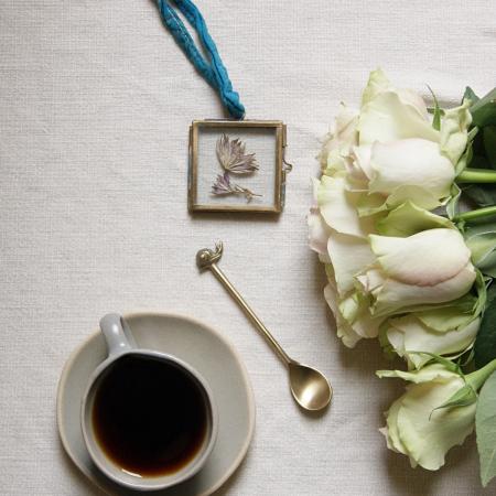 roses-mini-brass-frame-espresso-cup-snail-spoon