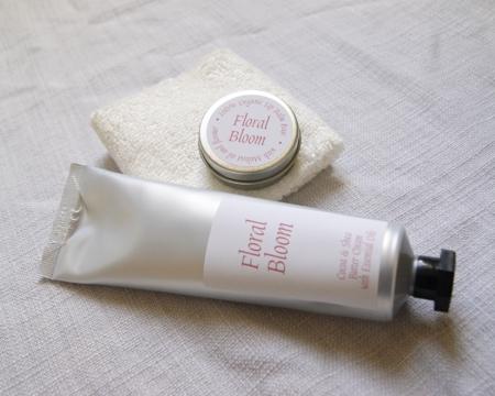 floral-bloom-handcream-lipbalm-facecloth