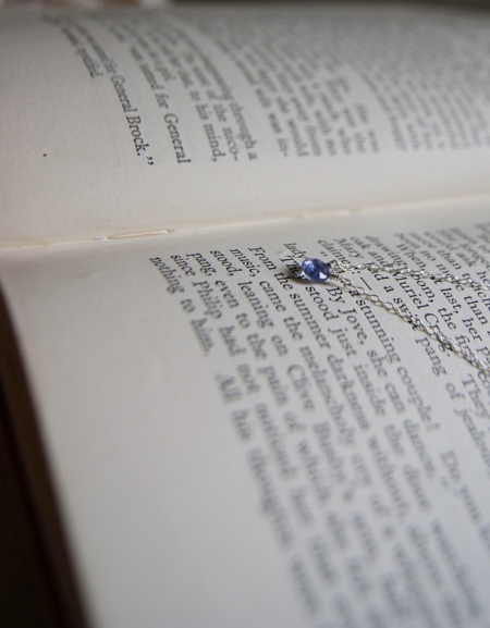 tanzanite-necklace-book