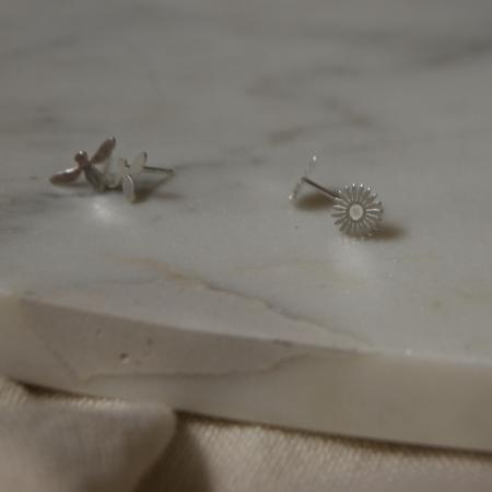 daisy-earrings-bee-earrings